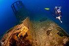 Un plongeur profite de son séjour épaves préparé par l'équipe de Mio Plalmo Plongée