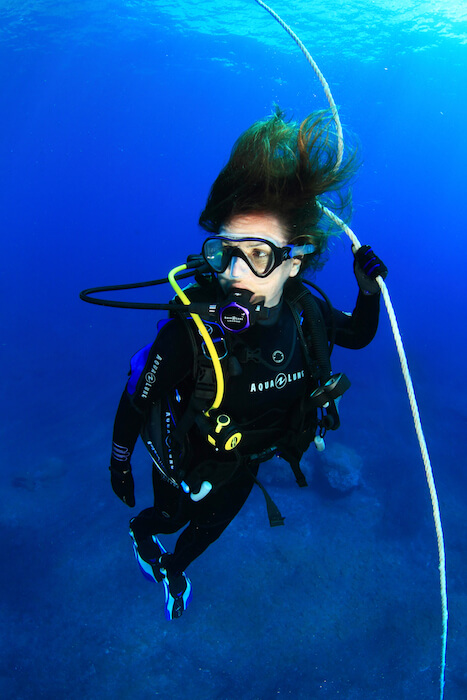 Suivre la ligne de vie lors des plongées avec Mio Palmo Plongée
