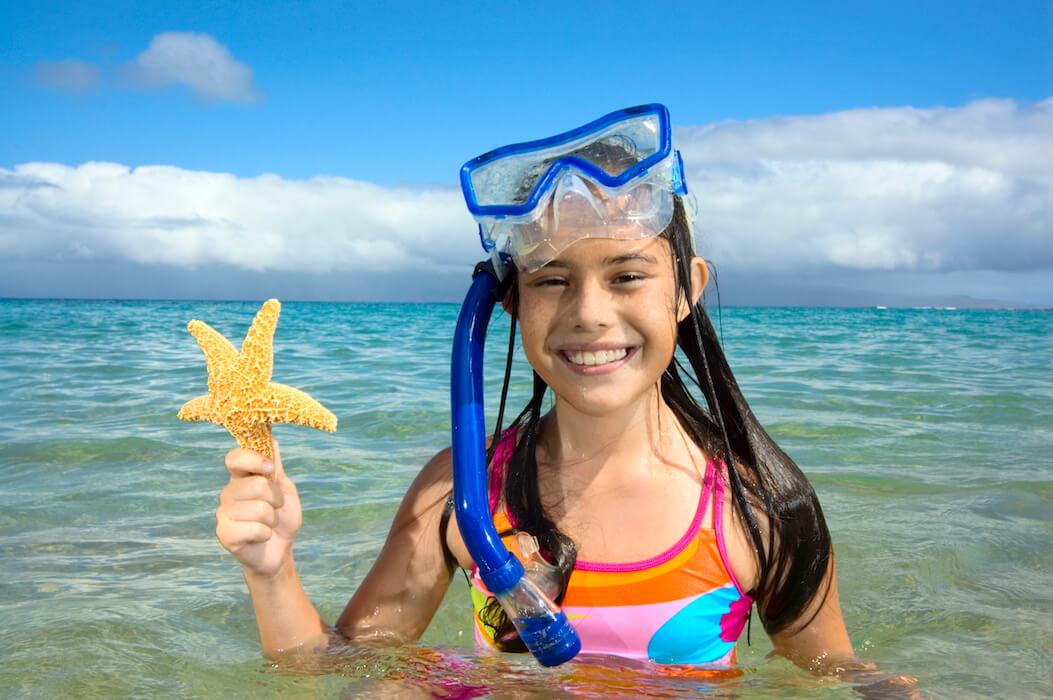 Une jeune fille après son baptême de plongée chez Mio palmo Plongée
