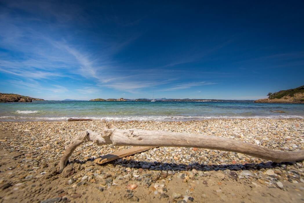 Vue de sîles d'or d'une plage de Hyères