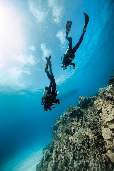 début de plongée pour ces 2 plongeurs dans le Var