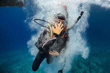 Un plongeur pendant sa formation OPEN WATER DIVER avec MIO PALMO PLONGEE