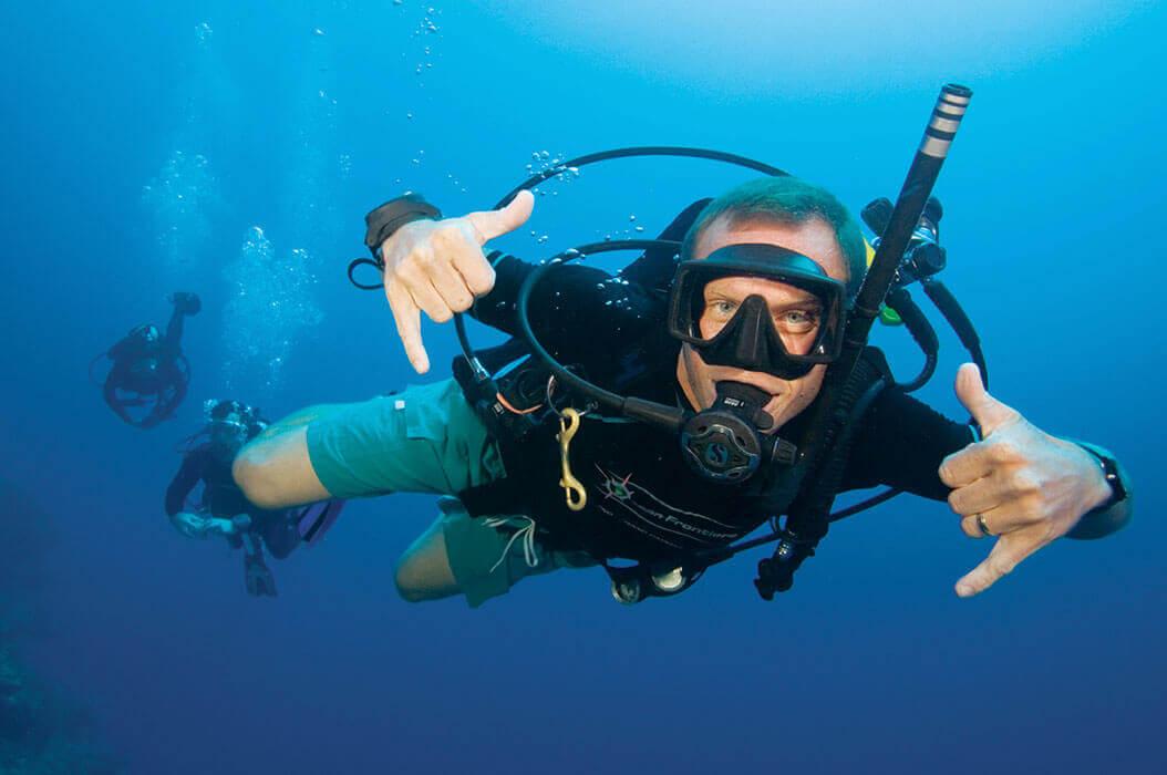 Un plongeur pendant sa formation advanced open water diver