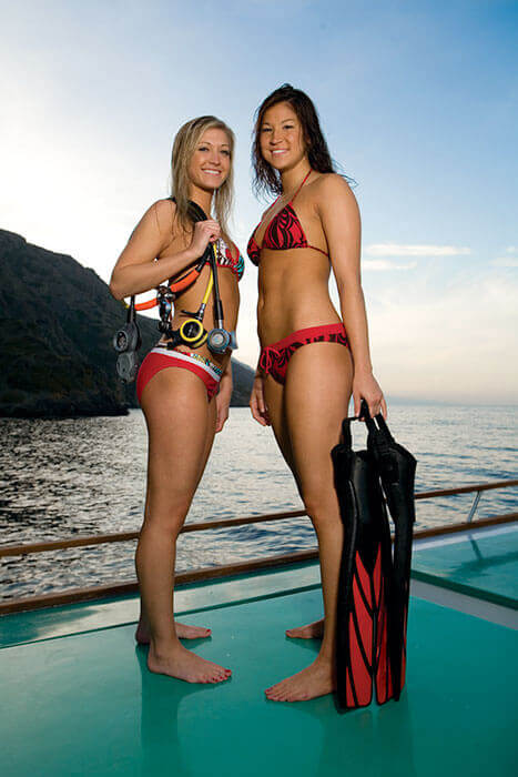 Deux femmes après une journée avec Mio Palmo Plongée à Hyères